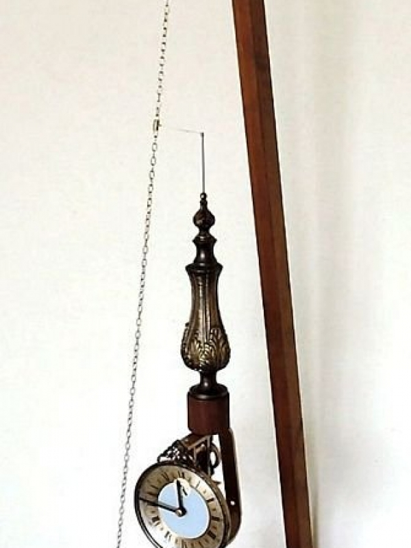 Conical pendulum clock